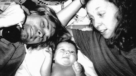 Kurt, Frances Bean, and Patty hanging out.